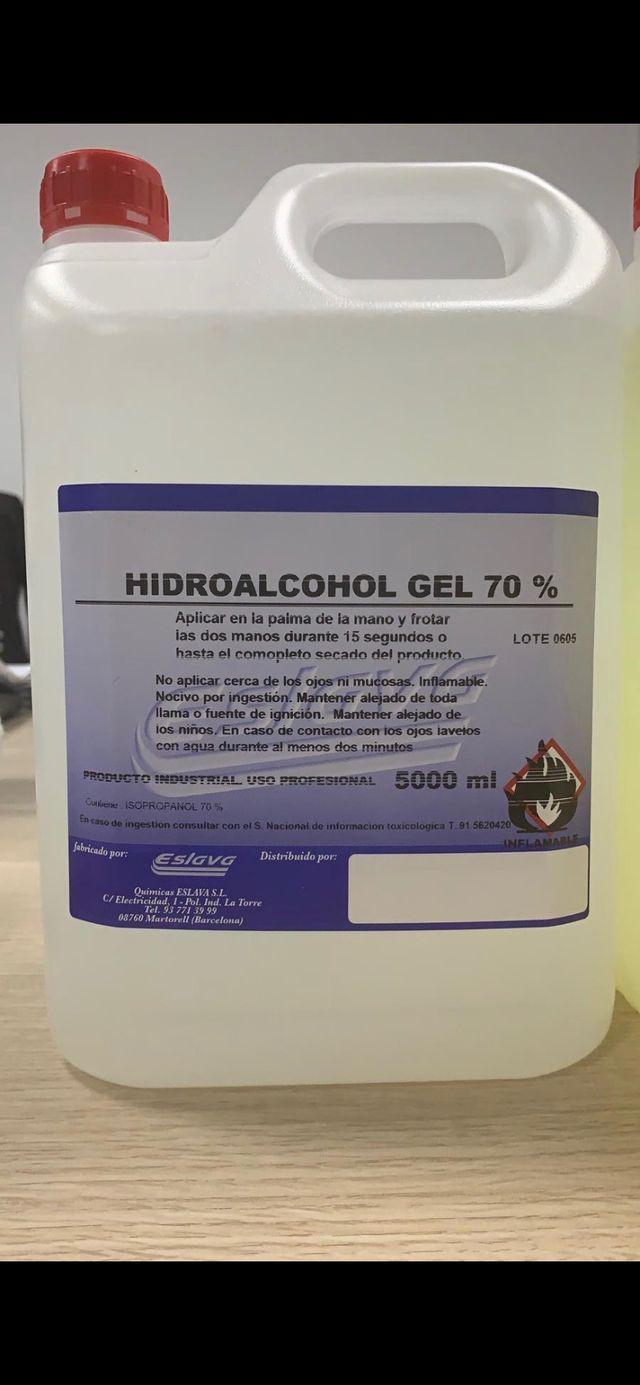 Garrafa gel hidroalcolico y de detergente colorado