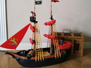 Isla maletín y barco pirata playmobil