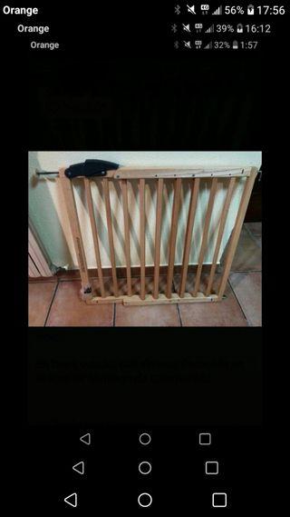 puerta extensible de madera protección niñ@s