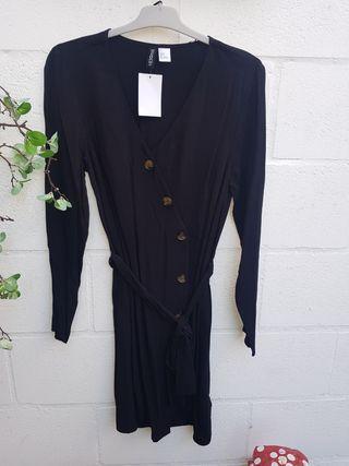 Vestido negro con botones