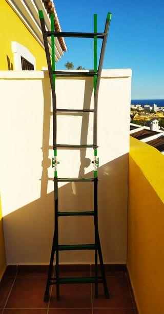 Escaleras extensible solo usada una vez