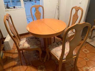 Conjunto mesas y sillas - mesa extensible