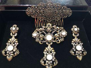 Aderezo nuevo en bronce inglés, cristal y nácar