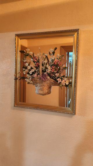 Espejo con flores de miga de pan