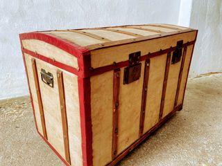 Baúl antiguo madera