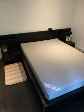 Estructura cama + somier + colchon + mesitas