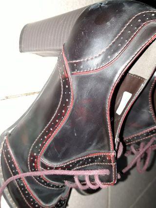 Zapatos de cuero con poco tacón muy elegantes.