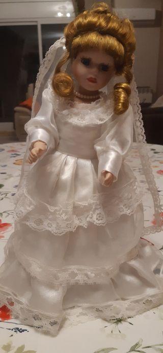 Vendo muñeca de porcelana.