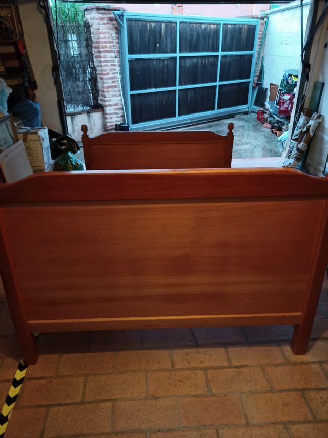 Cama de 135 de madera maciza