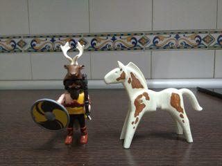 un caballo un muñeco Playmobil