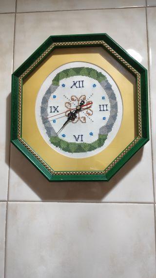 Reloj de punto de cruz