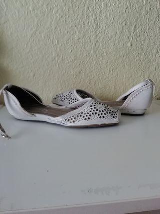 Sandalias blancas de piel