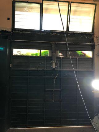 Puerta de garage basculante con motor