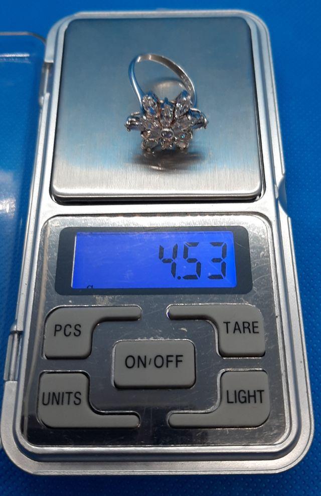 Anillo de plata 925 y flor de circonitas.