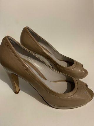 Zapatos de tacón, tipo peep toe, de Vero Cuoio