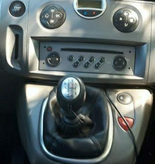 Instalo cable auxiliar en Renault Scenic Clio