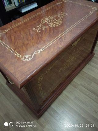 Baúl de madera.