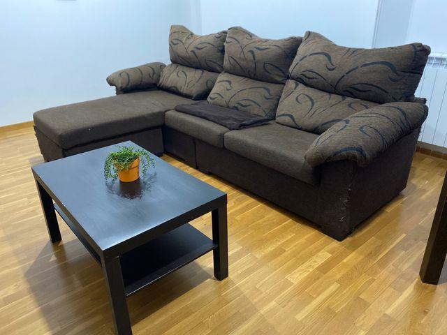 Sofá y mesa de centro