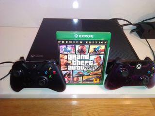 Xbox one + mandos + batería + GTA V