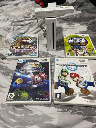 Wii con mando y 4 juegos