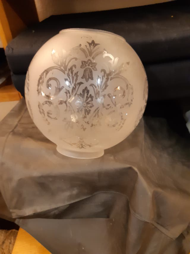 Pantalla quinqué de cristal decorado