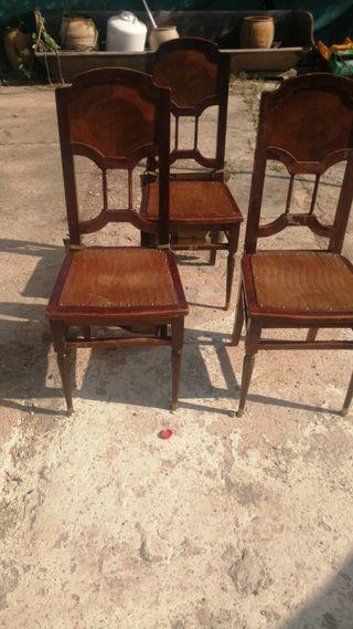tres sillas antiguas
