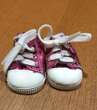 Zapatillas Converse brillantes para muñecas