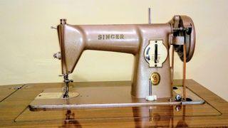 Maquina de coser antigua Singer.