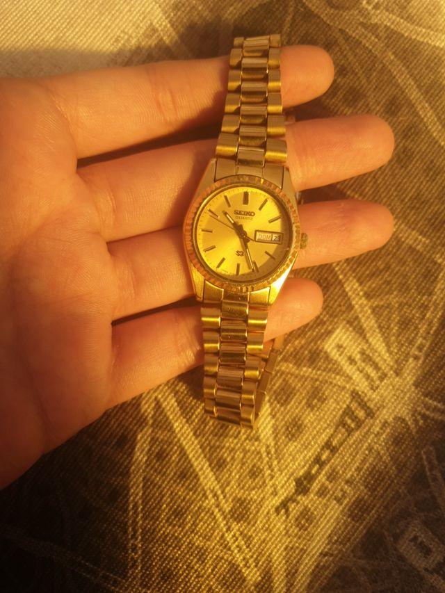 reloj de mujer dorado seiko