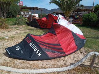 Cometa, marca Airush, modelo Vantage, 13 metros.