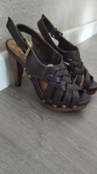 sandalia de tacón PIEL