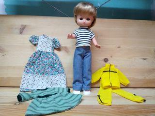 muñeca Lesly y ropa