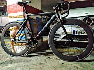 bicicleta fixie de carretera.
