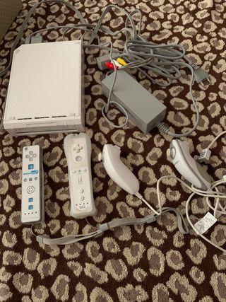 Consola Wii + 4 mandos + 5 juegos