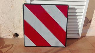 Placa de señalización de carga