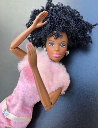 Muñeca barbie negra pelo afro