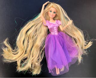 Muñeca barbie Rapuncel articulada mechas brillante