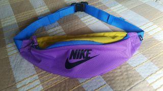 vendo riñonera Nike sin estrenar