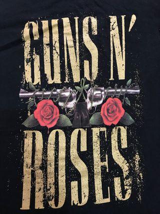 Camiseta Guns N' Roses + Pack 4 pares de pendiente