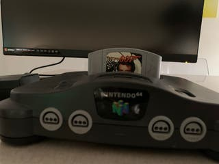 NINTENDO 64 + GOLDEN EYE + 3 Mandos