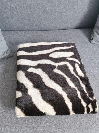 Manta o alfombra con forma de piel