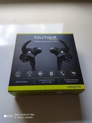Auriculares Creative inalámbricos con Bluetooth®