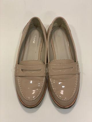 Zapatos Sra nº38 charol color nude
