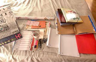 Libretas, bolígrafos, tijeras y más