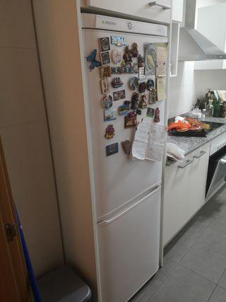 Se vende frigorífico con medidas 1,70x60x60
