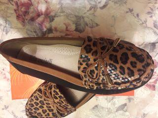 Zapatos manoletinas negras y leopardo