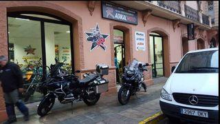 se traspasa tienda-taller de motos con vivienda