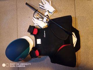 Peto casco fusta y guantes de equitación para niño