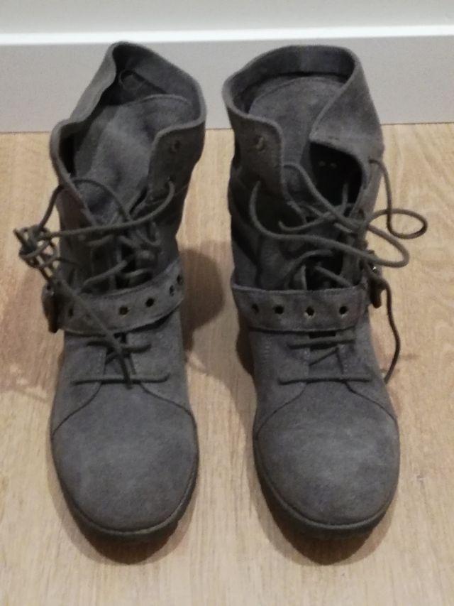 Botines de piel grises nuevos