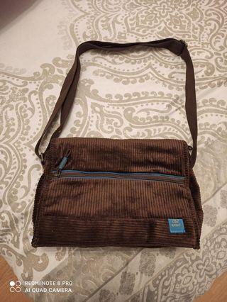 Bolso/bandolera marrón estilo pana
